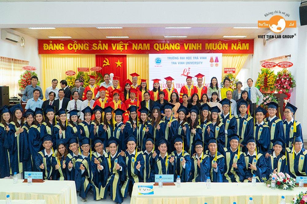 Việt Tiên Lab Group Đồng Hành Cùng Trường Đại Học Trà Vinh Trong Buổi Lễ Tốt Nghiệp Bác Sĩ Răng Hàm Mặt Khóa I